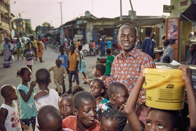Abidjan, le 25 mai. Après une carrière en France, l'humoriste nigérien vit en Afrique, au plus près de sa famille.