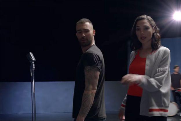 """Gal Gadot et Adam Levine dans le clip de """"Girls like you"""" de Maroon 5"""