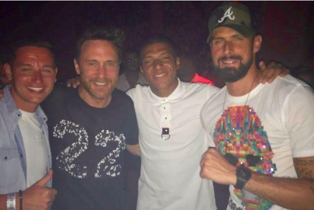 Florian Thauvin, David Guetta, Kylian Mbappé et Olivier Giroud à Ibiza en juillet 2018