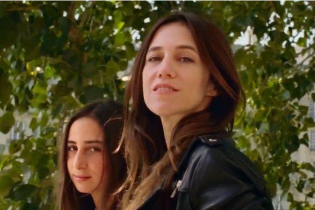 """Charlotte Gainsbourg et sa fille Alice sont les vedettes de la dernière campagne """"Comptoir des Cotonniers"""""""