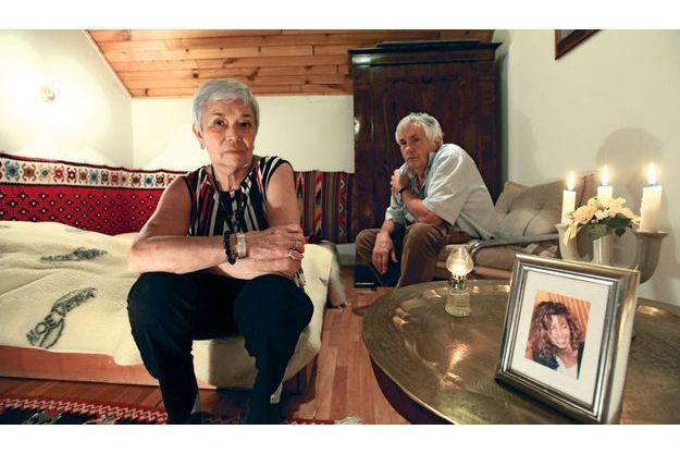 Lac Balaton, Hongrie, dimanche 18 novembre. Ferenc et Csilla Rady veillent sur Krisztina, dans sa chambre.
