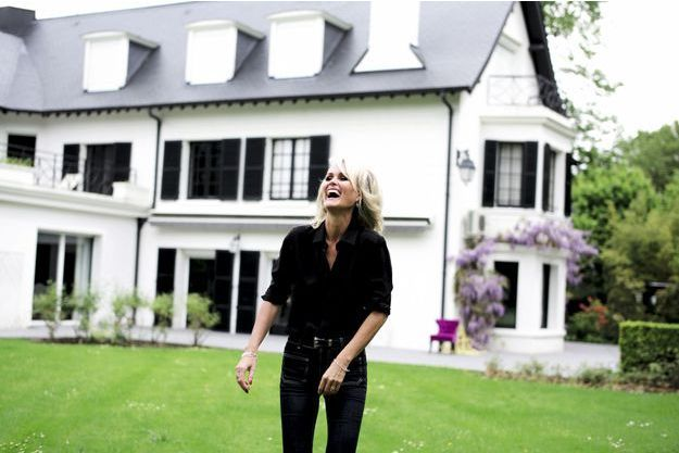 Amour et rock'n'roll, les deux facettes de la maison de Marnes-la-Coquette : le jardin secret de Laeticia.