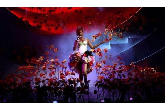 """Rihanna, interprétant son dernier single """"Only Girls (In the World)"""""""