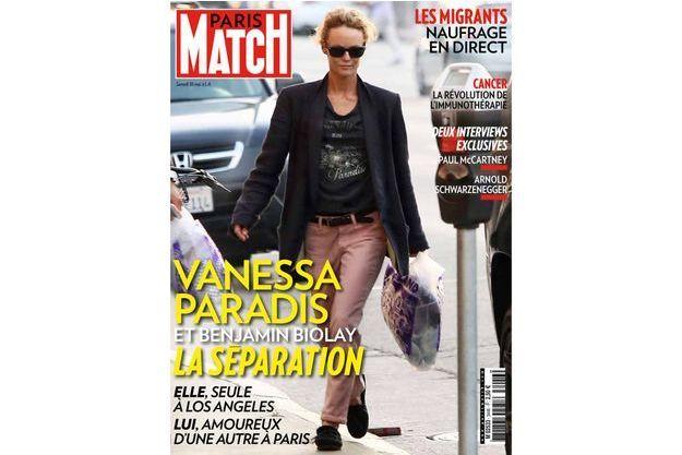 La star française semble seule à Los Angeles pendant que le chanteur s'amuse à Paris.
