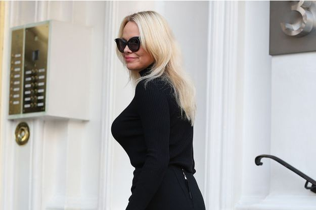 Pamela Anderson à Londres pour voir Julian Assange, mars 2017.