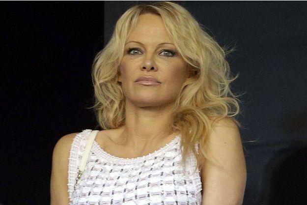 Pamela Anderson dans les tribunes du stade Vélodrome dimanche.