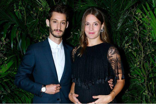 Pierre Niney et Natasha Andrews lors de la soirée de gala de l'ONG Care France organisée avec la maison Dior en octobre 2017