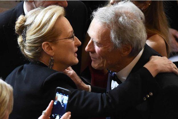 Meryl Streep et Clint Eastwood à la cérémonie des Oscars en 2015.