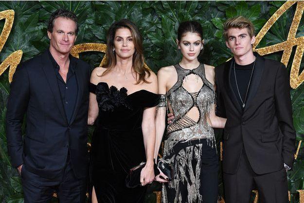Cindy Crawford, son époux Rande Gerber et leurs enfants Kaia et Presley en décembre 2018