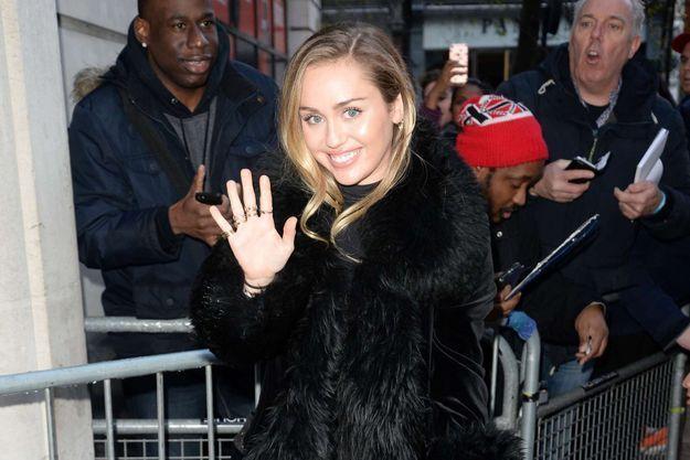 Miley Cyrus arrive dans les studios de la BBC, le 7 décembre 2018 à Londres.