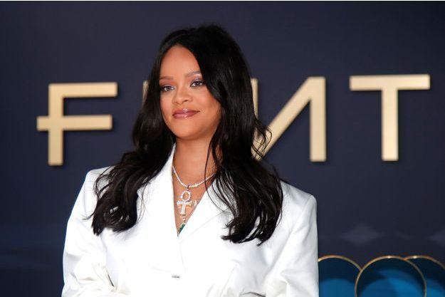 Découvrez la raison de son trop plein d'émotions — Rihanna en pleur