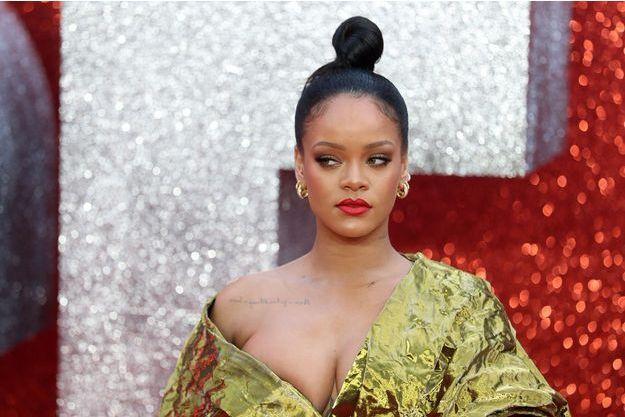 1e51cce5c14525 Rihanna se dévoile toujours plus sexy en lingerie
