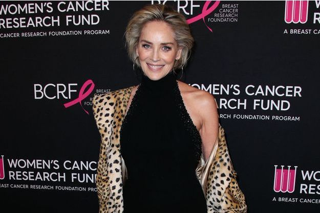 Sharon Stone pose topless pour Vogue