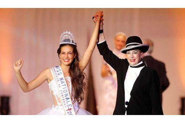 Barbara Morel, 19 ans, née à Lambesc, étudiante à Aix, avait été élue Miss Provence le 11 septembre 2010. En robe signée Béatrice Dupont, rehaussée de dentelle de Caudry, elle pose dans une chambredu Hilton-Arc de Triomphe.