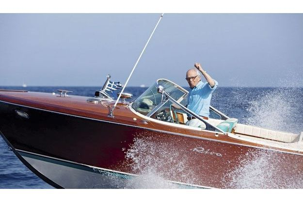Monaco, le 30 juin, Carlo Riva à bord de « Lipicar IV », qui bat pavillon grec. La Grèce est le pays de cœur de l'Italien.