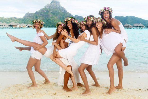 Le 26 juin, sur une plage de Bora Bora. Elles ont été élues Miss France (de g. à dr.) : Sylvie Tellier en 2002, Alexandra Rosenfeld en 2006, Flora Coquerel cette année, Mareva Galanter en 1999, Chloé Mortaud en 2009, Mareva Georges en 1991, Marine Lorphelin en 2013.