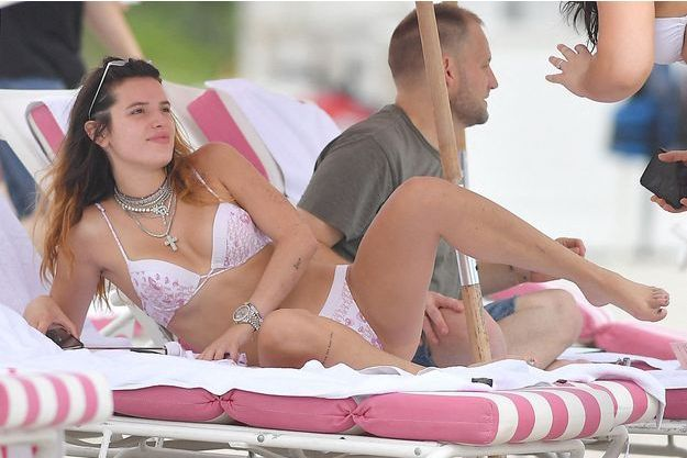 Bella Thorne sur une plage de Miami le 7 août 2019