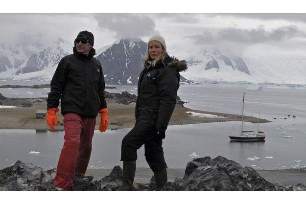 Le 26 janvier, mouillage dans la baie Marguerite. Depuis le sommet de l'île Lagoon, la vue est imprenable sur les montagnes de la péninsule Antarctique.