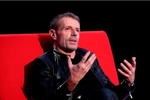 Lambert Wilson s'allonge sur le divan de Marc-Olivier Fogiel.