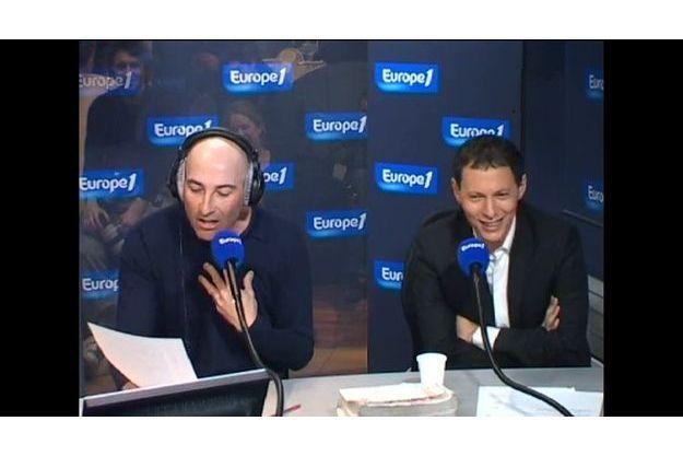 Nicolas Canteloup en pleine « Revue de presque rien » avec Marc-Olivier Fogiel.