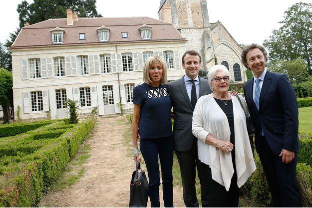Stéphane Bern avec Line Renaud, Emmanuel Macron et Brigitte Macron, à Thiron-Gardais, le 10 juin 2016.