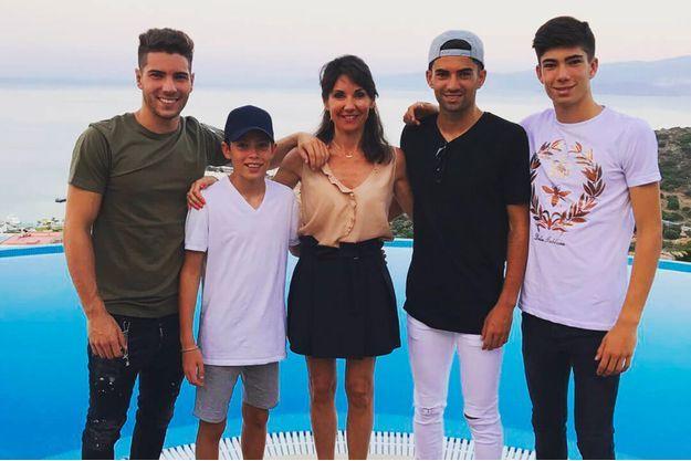 Veronique Fernadez et ses quatre enfants, Luca, Elyaz, Enzo et Théo Zidane, à Ibiza en juillet 2017