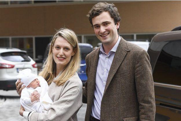 Le prince Amedeo de Belgique avec sa femme Elisabetta et leur fille Anna Astrid, le 20 mai 2016 à Bruxelles