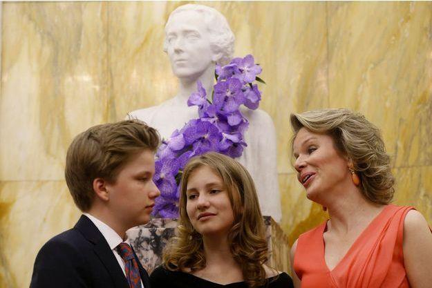 La reine des Belges Mathilde avec la princesse Elisabeth et le prince Gabriel de Belgique à Bruxelles, le 12 mai 2018