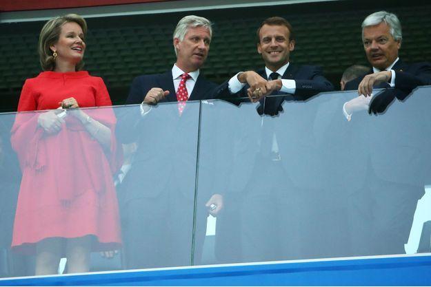 La reine Mathilde et le roi des Belges Philippe avec Emmanuel Macron et Didier Reynders avant le match France-Belgique en demi-finale de la Coupe du Monde de football, le 10 juillet 2018