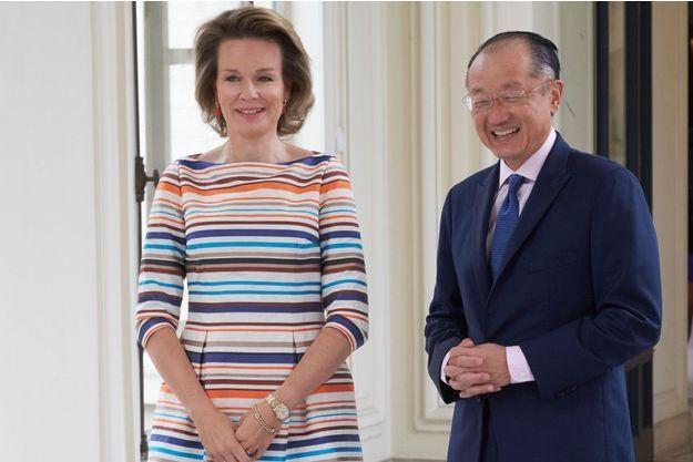 La reine Mathilde de Belgique avec Jim Yong Kim, le président de la Banque mondiale, au Palais royal à Bruxelles, le 15 juin 2016