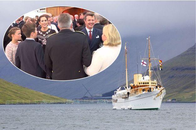 Le Danneborg, yacht royal danois, aux îles Féroé. En vignette, la princesse Mary, le prince Frederik de Danemark et leurs enfants, le 25 août 2018