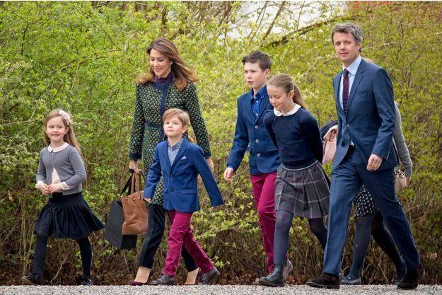 La princesse Mary et le prince Frederik avec leurs quatre enfants à Aarhus le 16 avril 2017