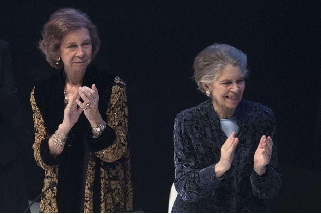 La princesse Irene de Grèce (à droite) avec sa soeur l'ex-reine Sofia d'Espagne, à Madrid le 25 octobre 2016