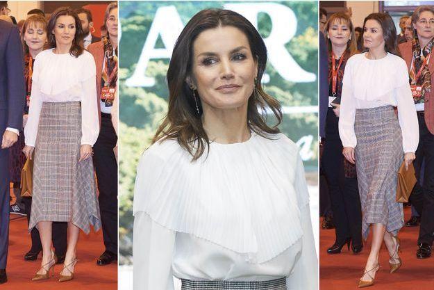 Le look de la reine Letizia d'Espagne à Madrid, le 23 janvier 2019