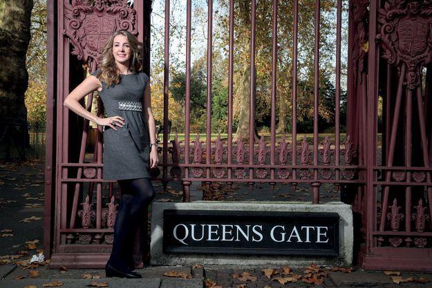 Tessy de Nassau devant la Queen's Gate de Kensington Gardens, l'un des parcs royaux de Londres. Elle y fait son jogging quotidien.