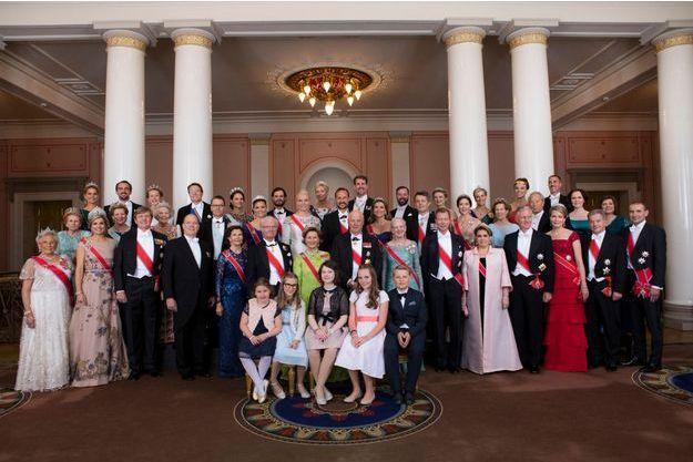La photo officielle de l'anniversaire des 80 ans du roi Harald V et de la reine Sonja de Norvège à Oslo, le 9 mai 2017
