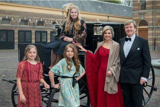 La reine Maxima, le roi Willem-Alexander des Pays-Bas et leurs filles les princesses Catharina-Amalia, Alexia et Ariane à La Haye, le 29 avril 2017