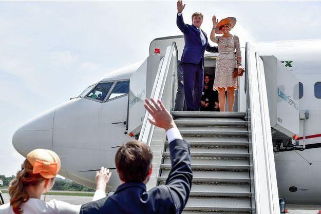 La reine Maxima et le roi Willem-Alexander des Pays-Bas font leurs adieux au prince héritier Guillaume et à la princesse Stéphanie de Luxembourg, à Luxembourg le 24 mai 2018