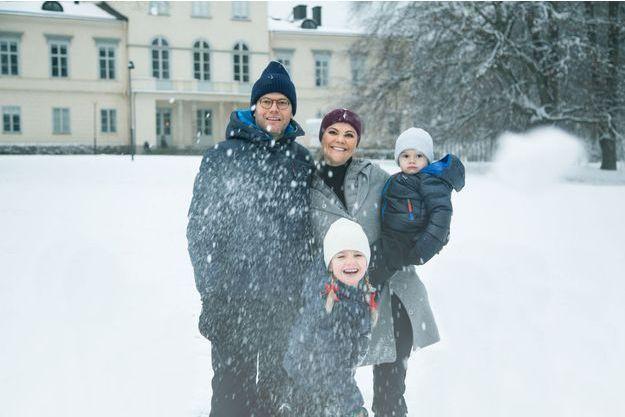 La princesse Victoria de Suède, le prince consort Daniel, la princesse Estelle et le prince Oscar à Stockholm en décembre 2017