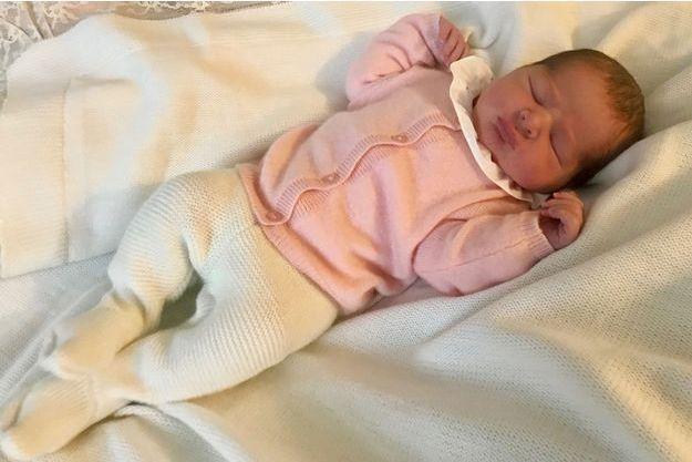Première photo du bébé de la princesse Madeleine de Suède, quelques heures après sa naissance le 9 mars 2018