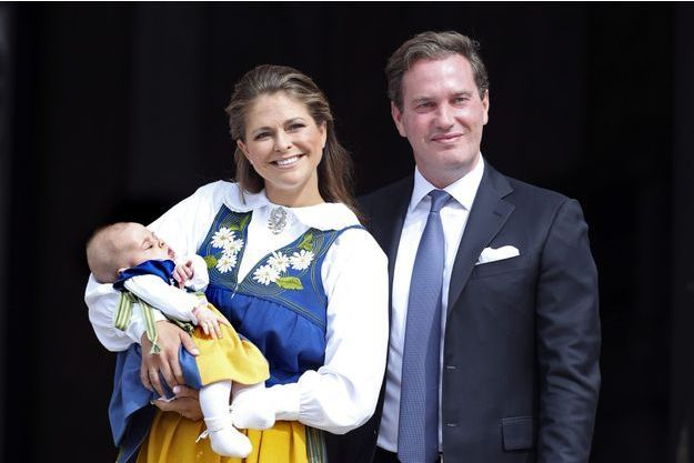 La princesse Madeleine de Suède et son époux Christopher O'Neill, ici avec la petite Leonore en juin 2014, attendent un deuxième enfant.