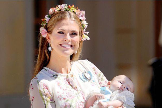 La princesse Madeleine de Suède avec son dernier enfant, la princesse Adrienne, le 8 juin 2018