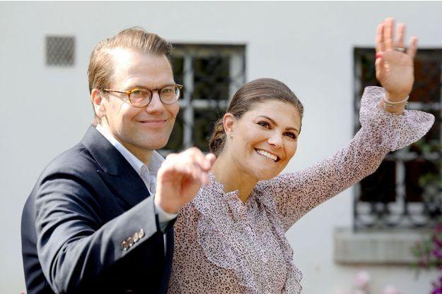 La princesse héritière Victoria de Suède, avec son mari le prince consort Daniel, à Solliden le 14 juillet 2018 jour de ses 41 ans