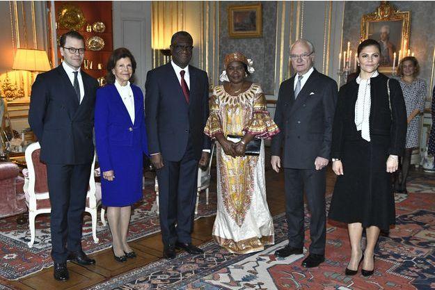 La famille royale de Suède avec le Dr Denis Mukwege et sa femme à Stockholm, le 13 décembre 2018