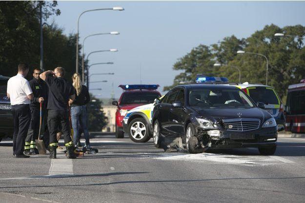 La voiture du roi Carl XVI Gustaf de Suède après l'accident.