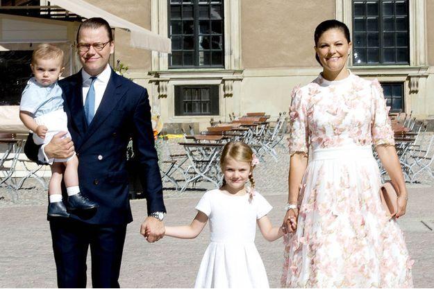 La princesse Estelle de Suède avec ses parents la princesse Victoria et le prince Daniel et son frère le prince Oscar, le 14 juillet 2017