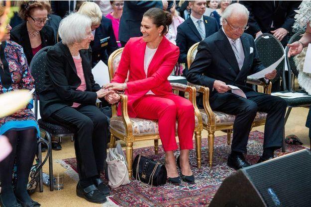 La princesse Victoria de Suède avec le roi Carl XVI Gustaf et Hédi Fried à Stockholm, le 19 avril 2018