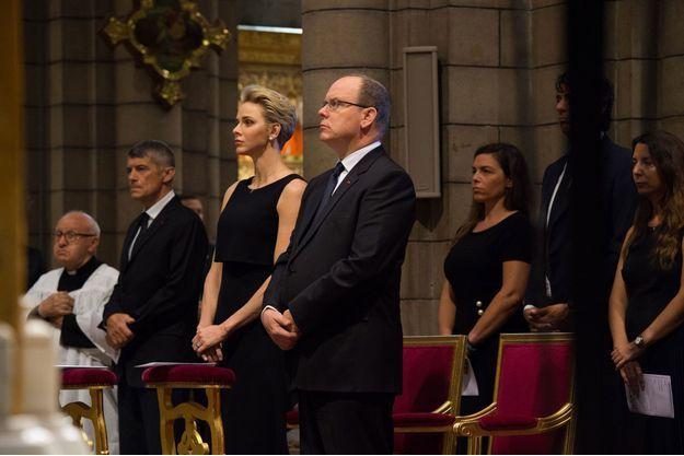 Charlène et Albert de Monaco se recueillent pour les victimes de la tuerie de Nice