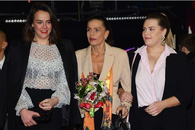 Camille Gottlieb (à droite) avec sa soeur Pauline Ducruet et leur mère Stéphanie de Monaco
