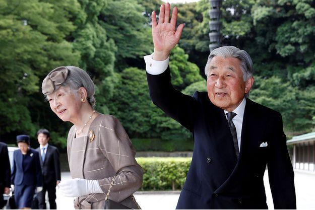 L'empereur Akihito du Japon avec sa femme l'impératrice Michiko à Tokyo, le 30 mai 2018